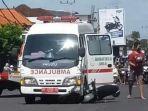 sepeda-motor-ditabrak-ambulans-di-traffic-light-gerokgak-tabanan-1.jpg