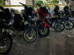 sepeda-motor-milik-sembilan-orang-pembalap-liar-yang-beraksi-dari-wilayah-patung-bayi.jpg