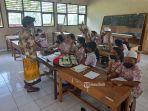 siswa-sdn-4-klumpu-kabupaten-klungkung-bali-tampak-antusias-saat-mengikuti-pelajaran-di-kelas.jpg