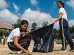 siswa-smp-widiatmika-sedang-bersih-bersih-di-pantai-muaya-jimbaran-rabu-2952019.jpg