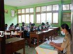siswa-smpn-2-bangli-terlihat-fokus-mengerjakan-soal-soal-penilaian-tengah-semester.jpg