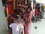 situasi-penjualan-kain-endek-di-pasar-seni-semarapura-rabu-1222021.jpg