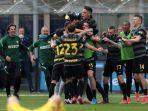 skuat-inter-milan-merayakan-gol-ke-gawang-hellas-verona-di-pekan-33-liga-italia.jpg