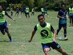 skuat-persib-bandung-gelar-latihan-jelang-duel-kontra-pss-sleman-di-kompetisi-liga-1-2021.jpg