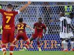 striker-as-roma-inggris-tammy-abraham-tengah-merayakan-setelah-mencetak-gol.jpg