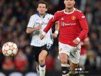 striker-manchester-united-portugal-cristiano-ronaldo-kanan-berlari-dengan-bola-di-ucl.jpg