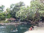 suasana-di-kolam-renang-alam-air-sanih-yang-menawarkan-panorama-indah-serta-kesegaran-air-kolam.jpg