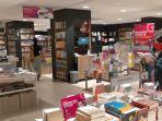 suasana-di-salah-satu-toko-buku-di-kota-denpasar.jpg