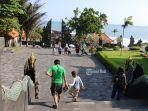 suasana-kunjungan-wisatawan-di-dtw-tanah-lot-desa-beraban-kecamatan-kediri.jpg