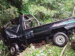 suasana-pasca-peristiwa-kecelakaan-sebuah-pengemudi-mobil-pick-up-jatuh-ke-sungai.jpg
