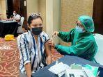 suasana-pelaksanaan-program-vaksinasi-di-ballroom-swiss-belhotel.jpg