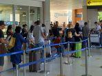 suasana-pemeriksaan-dokumen-kesehatan-di-bandara-ngurah-rai.jpg