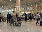 suasana-penumpang-di-conveyer-bagasi-terminal-kedatangan-internasional.jpg