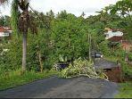 suasana-salah-satu-bencana-di-tabanan-mengakibatkan-jalan-jebol-di-perbatasan-kecamatan-tabanan.jpg