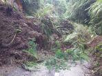 tanah-longsor-setebal-lebih-dari-dua-meter-menutup-akses-jalan-tangkup-menuju-banjar-mumbi.jpg