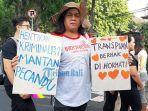 tariska-indri-seorang-transgender-saat-ikuti-aksi-womens-march-bali-201.jpg
