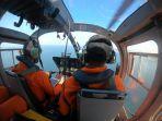 tim-sar-melakukan-pencarian-terhadap-km-tanjung-permai-menggunakan-helikopter.jpg