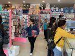 toko-boneka-di-jalan-diponegoro-denpasar-bali-ramai-dikunjungi-pembeli.jpg