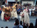 tradisi-ngelawang-di-desa-sumerta-kauh-minggu-30122018.jpg
