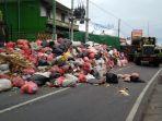 tumpukan-sampah-di-jalan-pulau-kawe-dauh-puri-klod.jpg