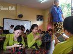 ujian-kenaikan-kelas-siswa-smk-pariwisata-dalung-sibuk-dengan-ponsel-ini-penjelasan-lengkapnya.jpg
