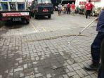 ular-sanca-batik-memasuki-kantor-pmi-denpasar.jpg