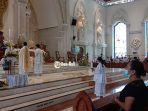 umat-katolik-melaksanakan-ibadah-hari-raya-paskah-secara-khusuk-di-gereja-katedral.jpg