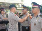 upacara-penyematan-kepangkatan-dan-penyiraman-kembang-kepada-perwira-yang-naik-pangkat.jpg