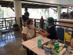 vaksinasi-covid-19-pada-pekerja-wna-di-sanur-kamis-25-maret-2021.jpg