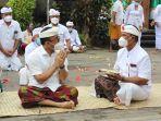 wali-kota-denpasar-ign-jaya-negara-saat-menghadiri-upacara-pujawali.jpg