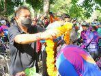 walikota-denpasar-ib-rai-dharmawijaya-mantra-saat-menyambut-kedatangan-rombongan.jpg