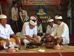 walikota-denpasar-ida-bagus-rai-dharmawijaya-mantra-bersama-para-undangan-ngelawar.jpg