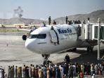 warga-afghan-panjat-pesawat.jpg