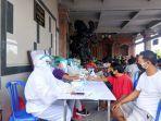 warga-banjar-wangbung-desa-guwang-sukawati-gianyar-bali-saat-mengikuti-kegiatan-donor-darah.jpg