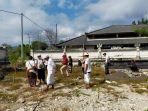 warga-di-desa-adat-batununggul-jumat-16-juli-2021-saat-memulai-pembangunan-pura-dalem.jpg