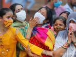 warga-india-memakai-masker.jpg