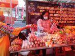 warga-membeli-kebutuhan-pokok-saat-pasar-murah-ramadhan.jpg