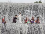 wisatawan-asing-melakukan-sesi-foto-prewedding-di-tukad-unda.jpg