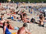 wisatawan-pantai-kuta_20160102_194429.jpg