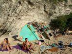 wisatawan-pantai-sulub_20170724_143922.jpg