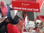 wisman-membeli-sim-card-di-stand-telkomsel-di-bandara-internasional-ngurah-rai_20160407_233523.jpg