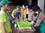 yayasan-scholars-of-sustenance-sos-mempersiapkan-nasi-bungkus1.jpg