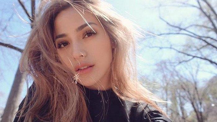 Terbongkar saat Pacar Buka HP, Jessica Iskandar Ketahuan Selingkuh saat Sedang Mabuk