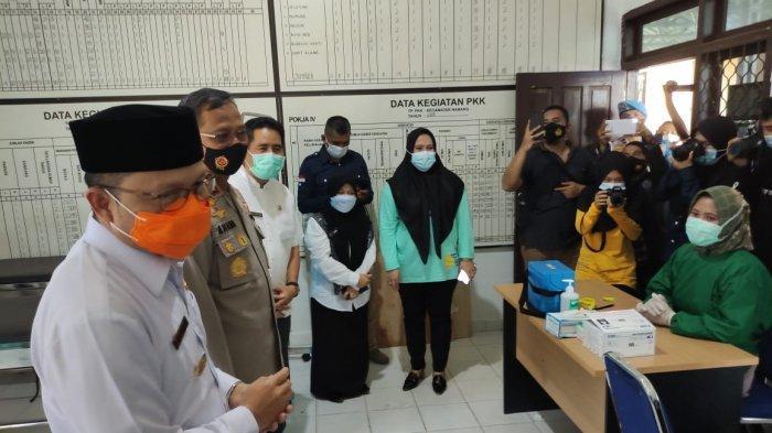 Dinkes Bangka Tengah Lakukan Vaksinasi Perdana ke Tokoh Agama di Puskesmas Namang