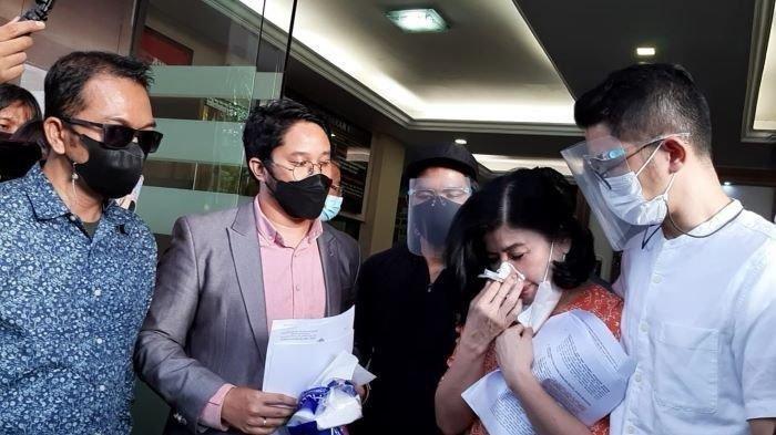 Tangis Desiree Tarigan Tak Terima Dituding Selingkuh dan Akhirnya Laporkan Hotma Sitompul ke Polisi