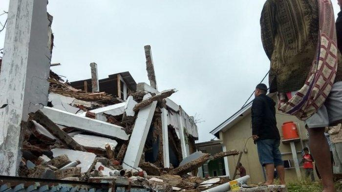 Foto-foto Rumah Warga Hancur Diguncang Gempa di Tasikmalaya, Bengkulu juga Berguncang