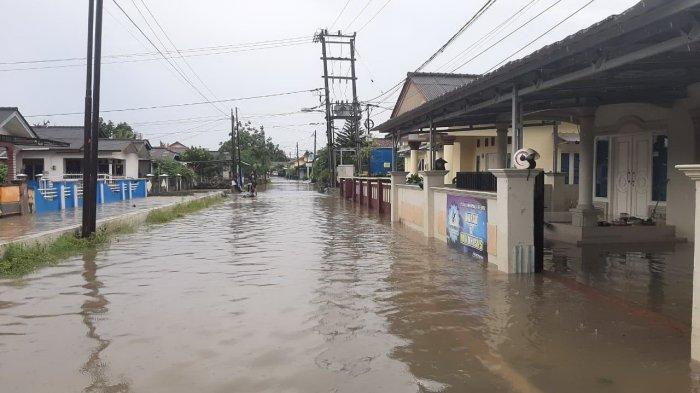 Banjir !  Wakil Ketua DPRD Pangkalpinang Kesal, Rumahnya Terendam Air Lagi