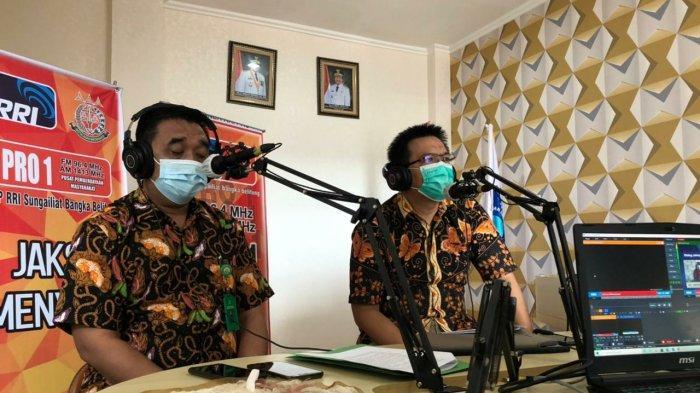 Basuki Raharjo,S.H selaku Kasi Penkum Kejaksaan Tinggi Kep. Bangka Belitung dan M. Radian,S.H.,M.H. selaku Kasi A Bidang Intelijen Kejaksaan Tinggi Kep. Bangka Belitung, menjadi narasumber pada program Talkshow interaktif Jaksa Menyapa