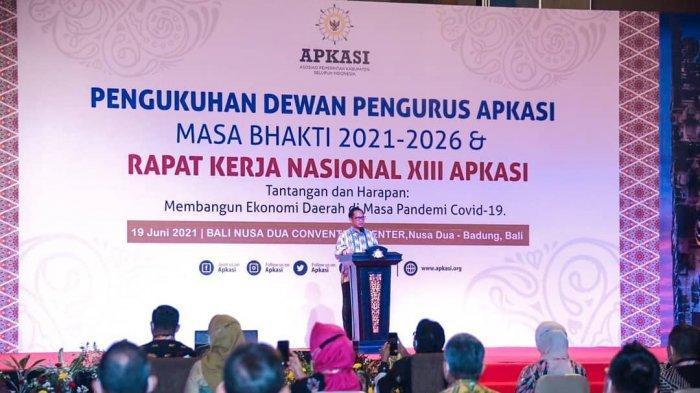 Menteri Dalam Negeri RI, Tito Karnavian saat memberikan pengarahan pada pengukuhan kepengurusan APKASI Masa bhakti 2021-2026