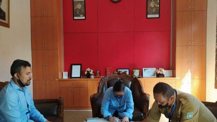 Proses penandatanganan MoU antara Kejari Bangka Barat dan RSUD Sejiran Setason Bangka Barat